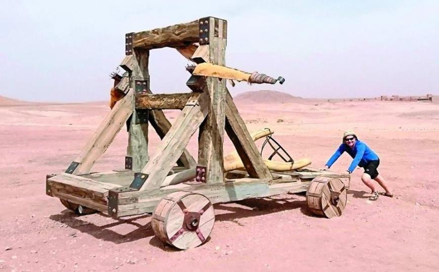 """Стаття про подорож Сергія і Людмили Калабухів у Марокко в газеті """"Високий замок"""""""